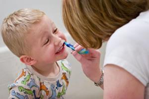 cepillar dientes niño