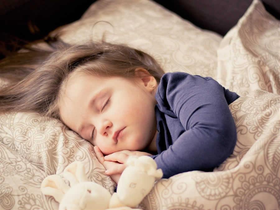 como hacer que un niño duerma solo