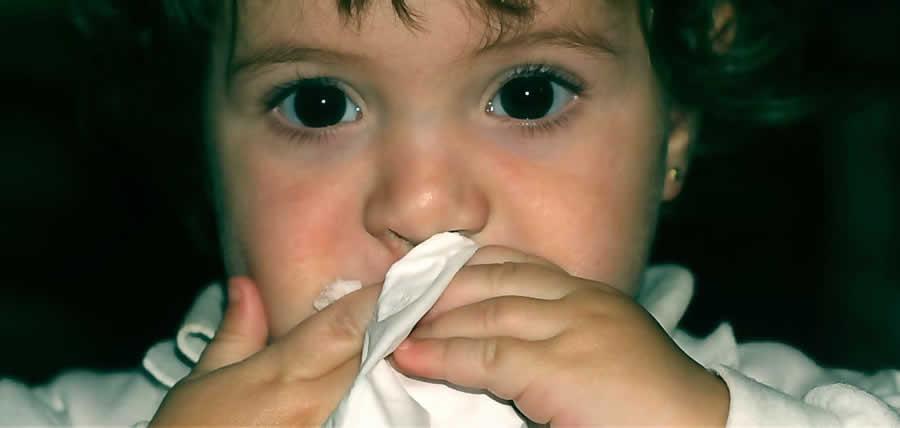como limpiar la nariz de un bebe